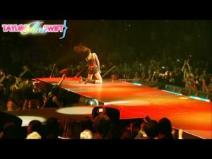 miley-cyrus-kicking-and-screaming-espaol-live.jpg